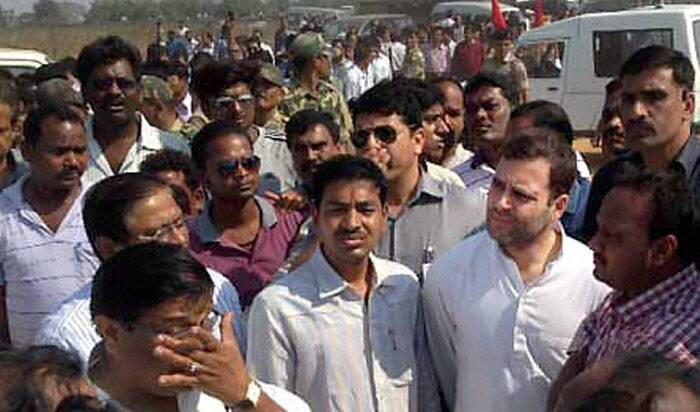 Rahul Gandhi also conducted an aerial survey of the area. He spent some time at Jamadarpali Ghat on the bank of Mahanadi river near Hirakud reservoir and met some families who have lost their relatives in the tragedy. (PTI)