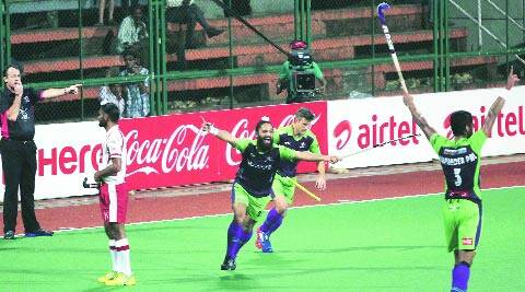 Rajpal Singh (C) scored two crucial goals in Delhi's 5-3 win (IE Photo Kevin d'Souza)