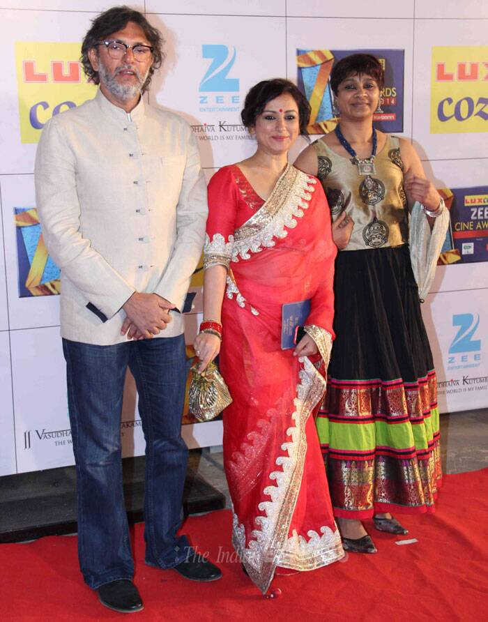 Rakeysh and Bharathi pose with actress Divya Dutta, who was pretty in the red sari. (Photo: Varinder Chawla)