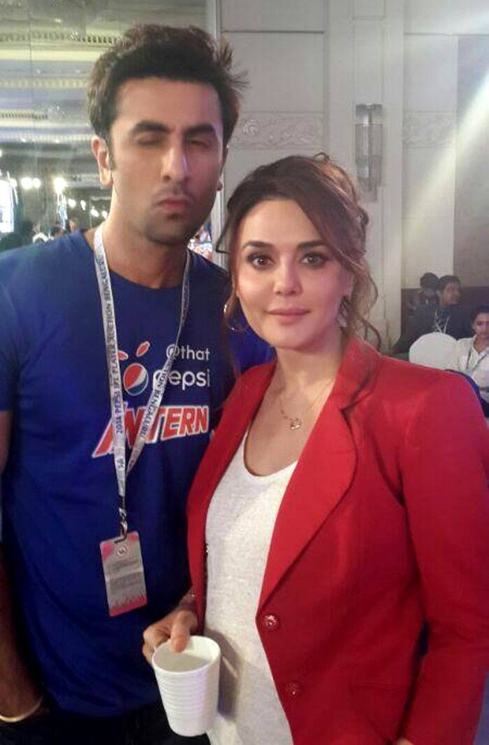 Bollywood's latest heartthrob Ranbir Kapoor, who is the brand ambassador of a famous cola giant, was also seen at the IPL 7 auctions being held in Bangalore. <br /> Ranbir Kapoor was spotted with Kings XI Punjab co-owner Preity Zinta. (Photo: Twitter)