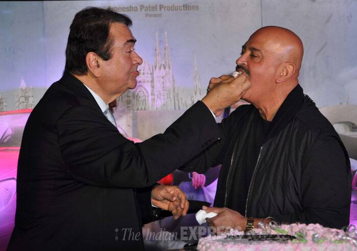 Randhir Kapoor offers a piece of cake to Rakesh Roshan. (Photo: Varinder Chawla)