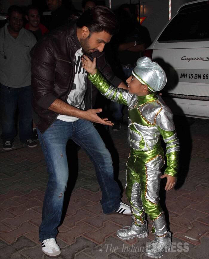 Looks like Ranveer's having some fun time with one of the contestants on the show. (Photo: Varinder Chawla)