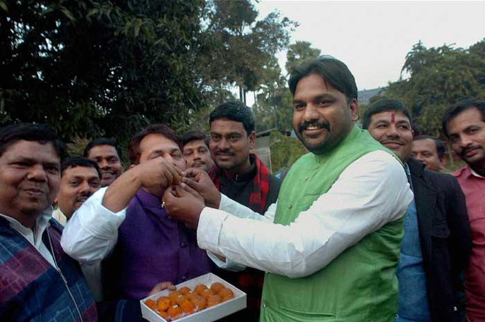 RJD MLAs quit in Bihar, six later return