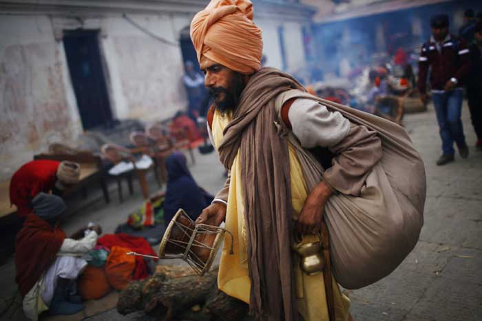 A sadhu walks carrying his belongings in the courtyard of the Pashupatinath Temple in Katmandu, Nepal. <br /> Shivratri, a festival dedicated to the worship of God Shiva, will be celebrated on Thursday (February 27). (AP)