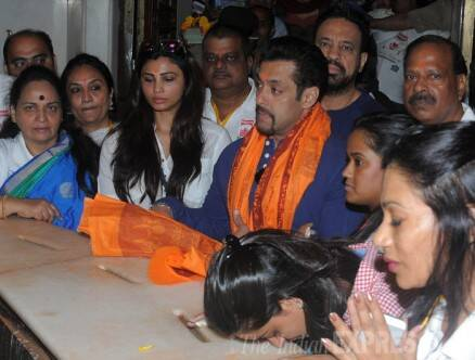 Salman Khan prays at Siddhivinayak temple after 'Jai Ho' collects Rs 100 cr