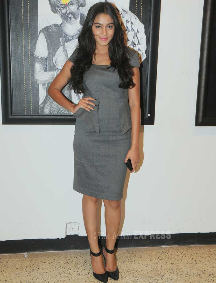 Sana Khan, looked rather dull at the art exhibit, in a grey tunic. She made no fuss with the accessories and finished off her look with flowy hair and black pumps. (Photo: Varinder Chawla)