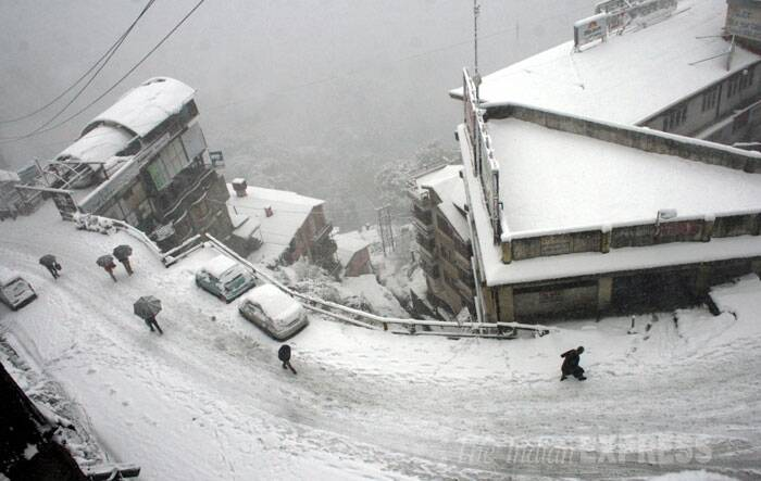 According to the met office, certain areas of Shimla like the Mall Road, the Ridge, the US Club and Jakhu hills got more than a foot of snow. (IE Photo: Lalit Kumar)
