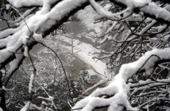 Shimla recorded a minimum temperature of one degree Celsius and saw a pile up of 2 cm snow. (IE Photo: Lalit Kumar)