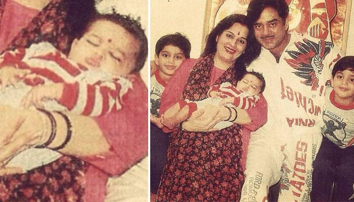 Fast asleep peacefully in her mother, Poonam Singh's arms, Sonakshi looks super-cute in this family portrait along with her father actor Shatrughan Sinha, brothers Luv and Khush. And don't miss her baby pout!