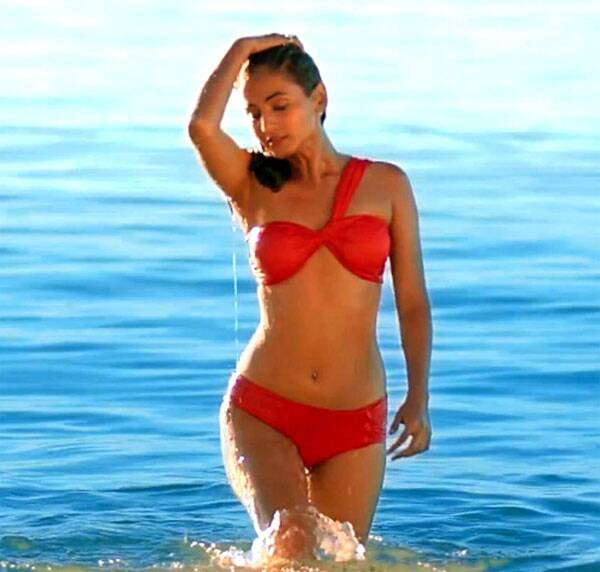 Sonal Chauhan was sizzling hot in a red bikini in 3G.