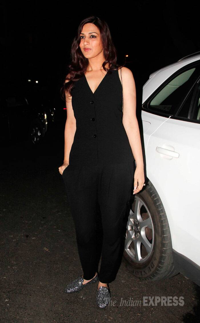 Sonali Bendre makes an entrance in all black with shiny shoes. (Photo: Varinder Chawla)