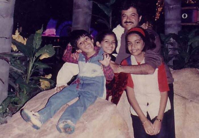 Sonam Kapoor with her siblings Rhea and Harsh with their dad Anil Kapoor. Jhakaas.