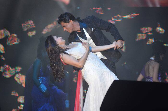 Shah Rukh Khan recreated his 'Dil To Pagal Hai' magic with Madhuri who looked absolutely beautiful.
