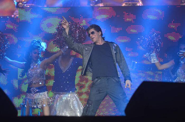 Shah Rukh Khan was super-hot in a jacket with a tee shirt and cargo pants.