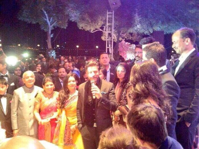 All eyes are on King Khan as he addresses the bridal couple and the guests at the wedding. (Image courtesy: Facebook)