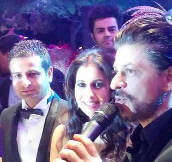 Shah Rukh Khan takes the mic to say a few words at the reception. (Image courtesy: Facebook)