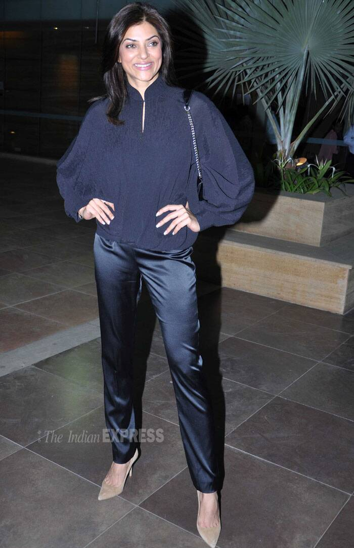 The model-turned-actress was only passable in black crop pants she teamed with a black full sleeves balloon top. Sushmita's make-up did not do justice to her either. She teamed her all black look with nude pumps and let her hair loose for the event. (Photo: Varinder Chawla)