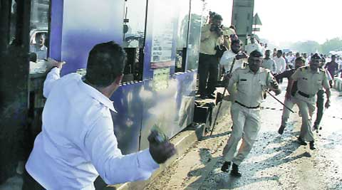 MNS workers vent their ire. (Deepak Joshi)
