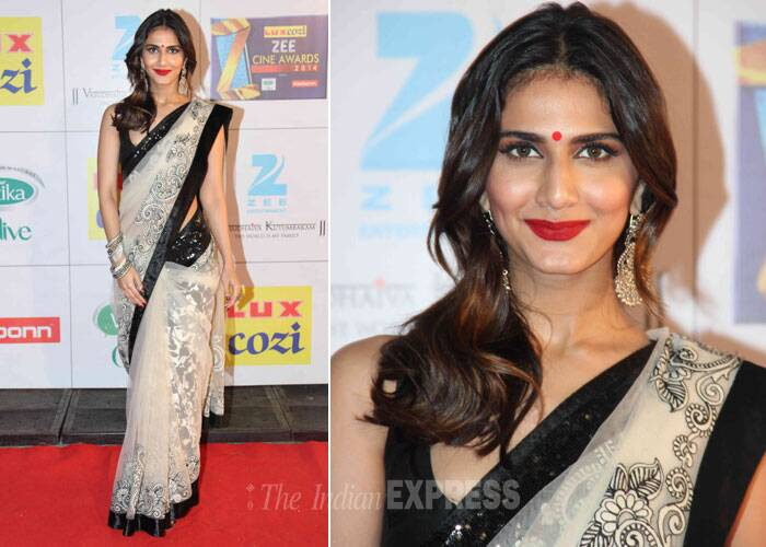'Shuddh Desi Romance' actress Vaani Kapoor was pretty in beige sari with black border. She opted for an old school look with red bindi and lip colour. We like! (Photo: Varinder Chawla)