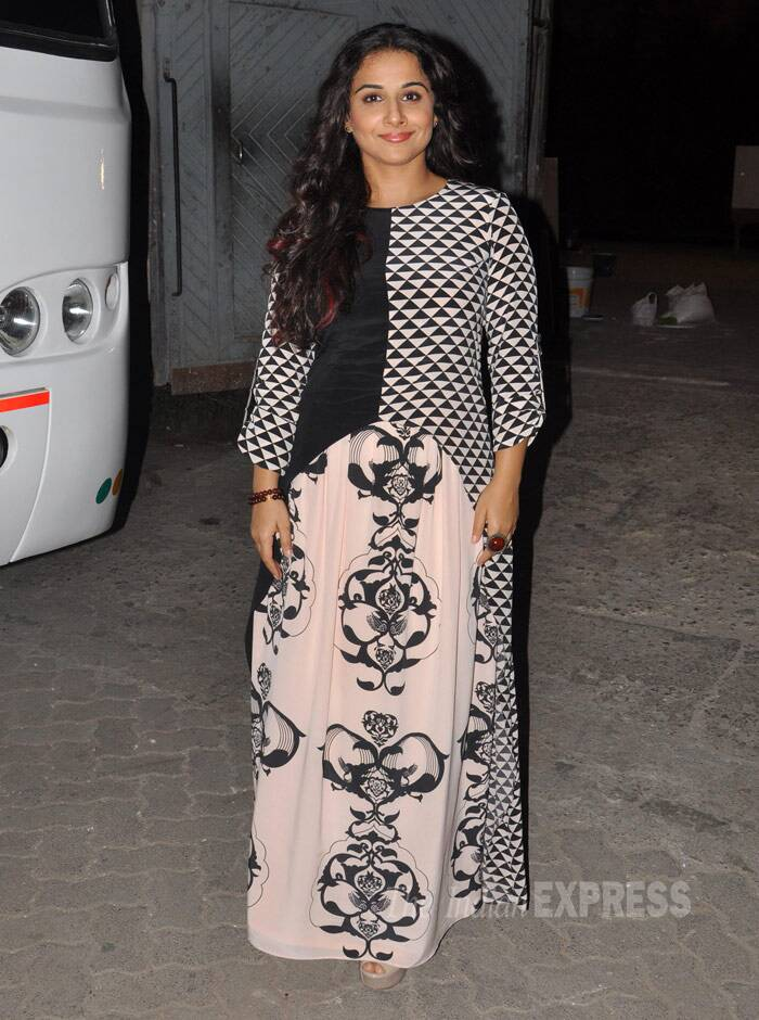 Farhan's 'Shaadi Ke Side Effects' co-star Vidya Balan made an appearance in a Payal Singal creation at the Mehboob Studios. (Photo: Varinder Chawla)