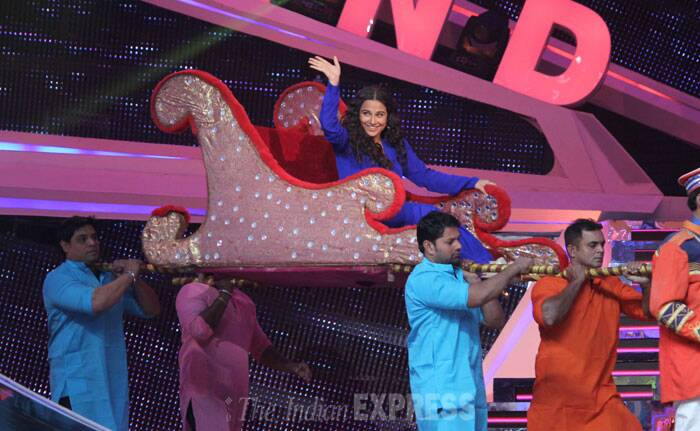 Vidya Balan makes a grand entrance onto the stage. (Photo: Varinder Chawla)