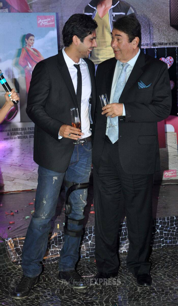 Zayed Khan and Randhir Kapoor enjoy a chat. (Photo: Varinder Chawla)