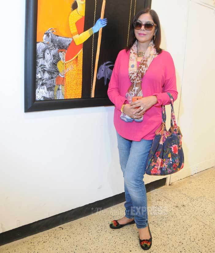 Zeenat Aman looked graceful in a bright pink kurti and jeans. Glares, scrarf and a flower print hand bag finished off her look. (Photo: Varinder Chawla)