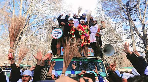 AAP workers led by Raja Muzaffar Bhat campaign in Srinagar on Saturday.shuaib masoodi.