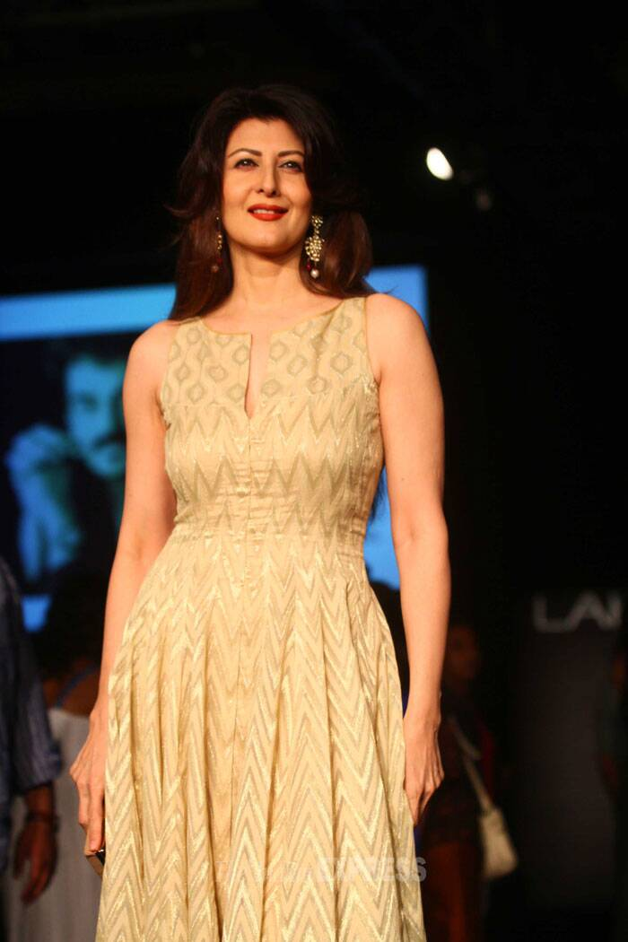 Salman Khans's former flame Sangeeta Bijlani was all dressed up in a maxi by Anita Dongre as she arrived to watch her show. (IE Photo: Amit Chakravarty)