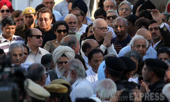 Advani and other leaders at the creamtion ground. (IE Photo: Ravi Kanojia)
