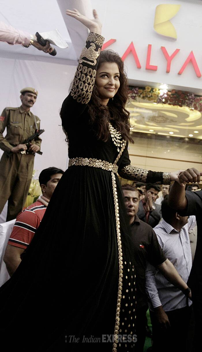 Bollywood actress and former beauty queen Aishwarya Rai Bachchan stunned everyone with her brand new look during her recent visit to New Delhi.  Aishwarya, who was in Delhi for the launch of a jewellery store, was seen trying a new look and style after a very long time. (IE Photo: Praveen Khanna)