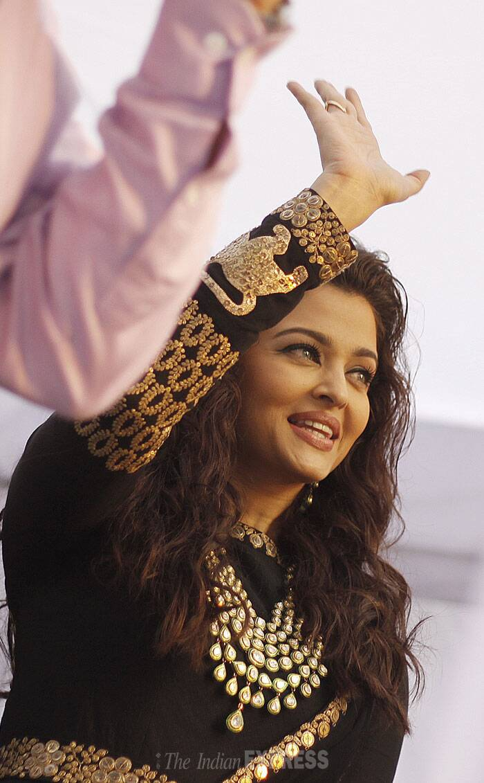 Aishwarya waves to her fans. (IE Photo: Praveen Khanna)
