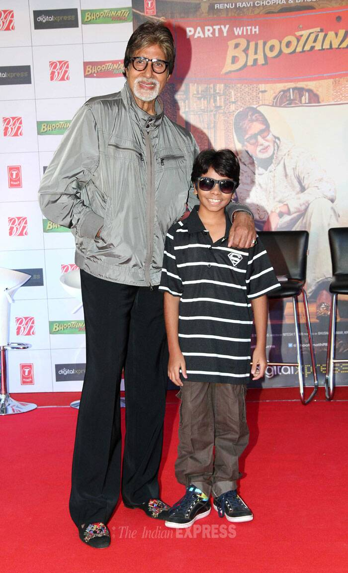 Amitabh Bachchan gets together with child actor Parth Bhalerao, who is a part of the film, for shutterbugs. (Photo: Varinder Chawla)