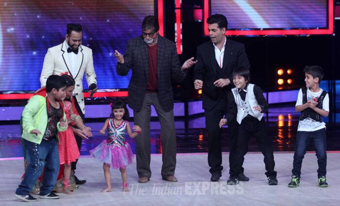 Amitabh Bachchan shakes a leg with the kids at the show. (Photo: Varinder Chawla)