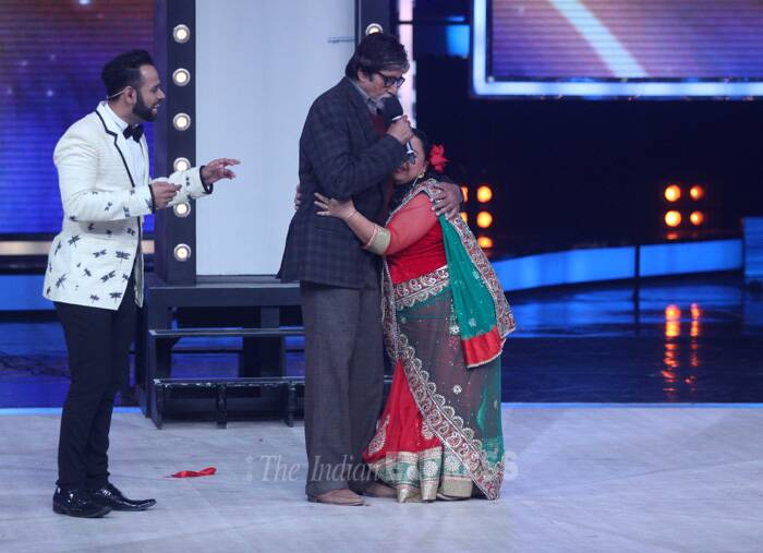 Comedian and host Bharti Singh gets on to her antics with Big B. (Photo: Varinder Chawla)