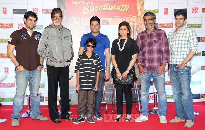 'Bhoothnath' team gets together for a click. (Photo: Varinder Chawla)