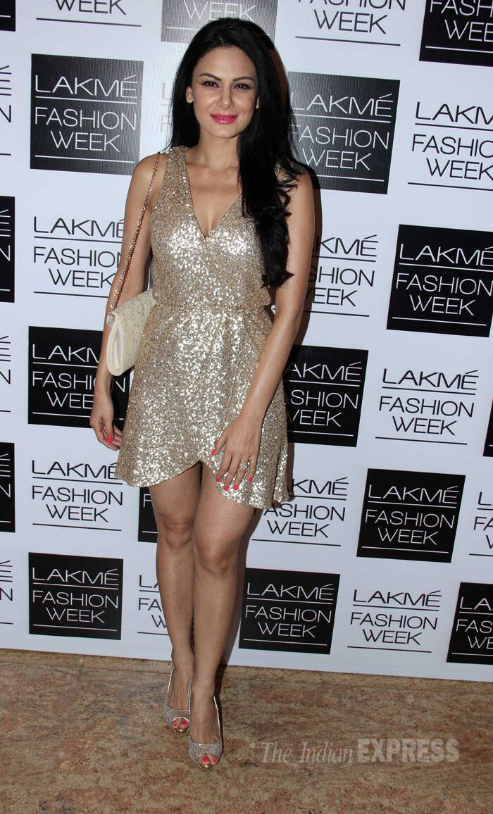 'Former Bigg Boss' contestant Aanchal Kumar shimmered in a glittery number. (Photo: Varinder Chawla)