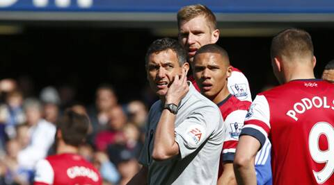 Referee Andre Marriner (L) reacts during the English Premier League soccer match between Arsenal and Chelsea at Stamford Bridge in London. (Reuters)