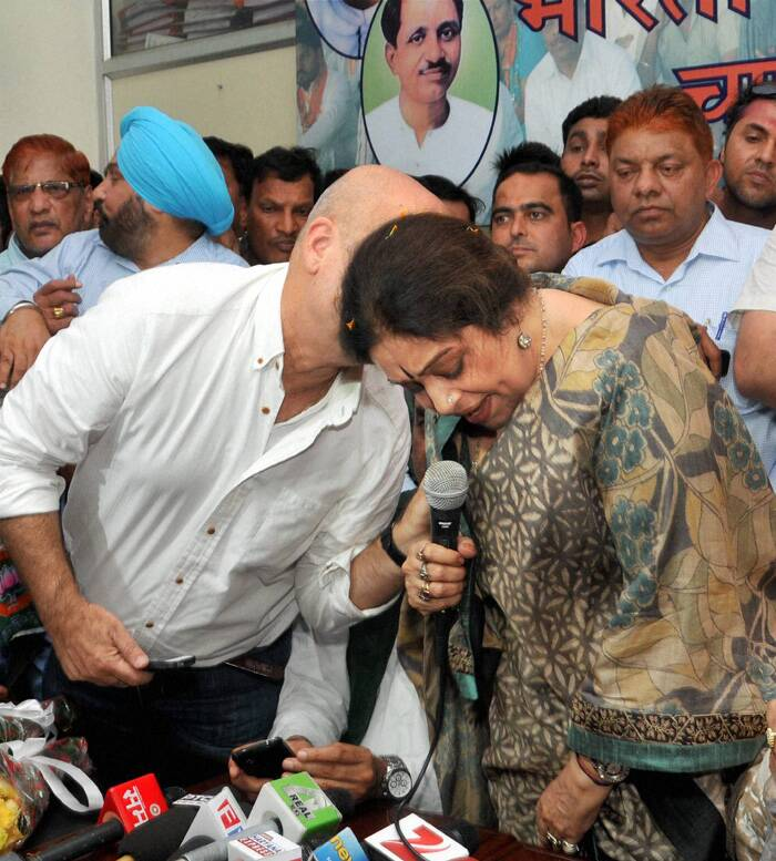 Kirron Kher greeted with black flags, eggs in Chandigarh