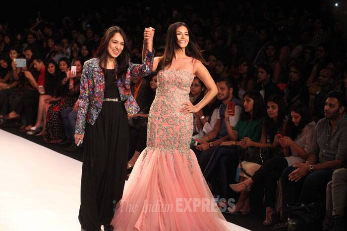 Former adult-star-turned-Bollywood actress Sunny Leone hogged ample limelight as she show stopped for designer duo Archana-Jyotsana. (IE Photo: Dilip Kagda)