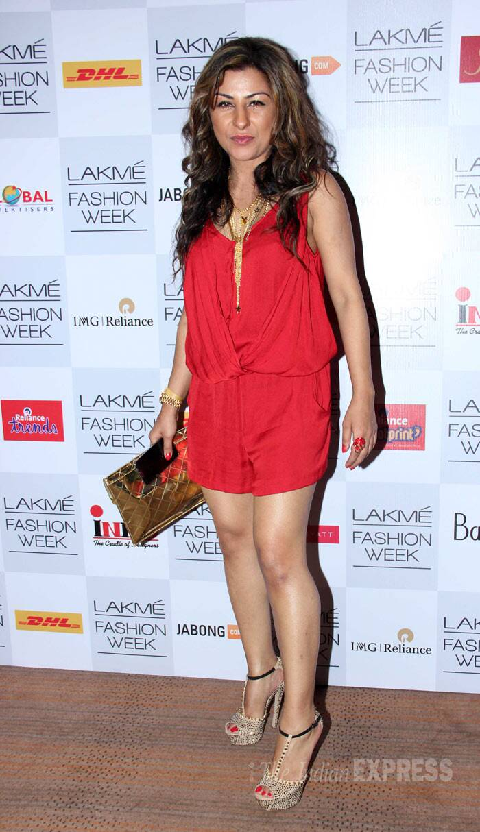 Rapper Hard Kaur sizzled in a short red creation with stilettos. (Photo: Varinder Chawla)