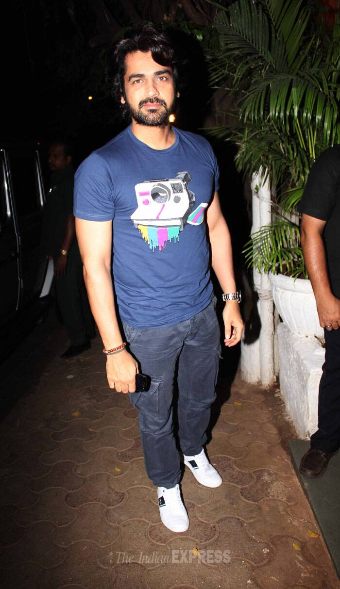 Priyanka's Fashion co-star  Arjan Bajwa was cool in a tee shirt and denims with sneakers. (Photo: Varinder Chawla)