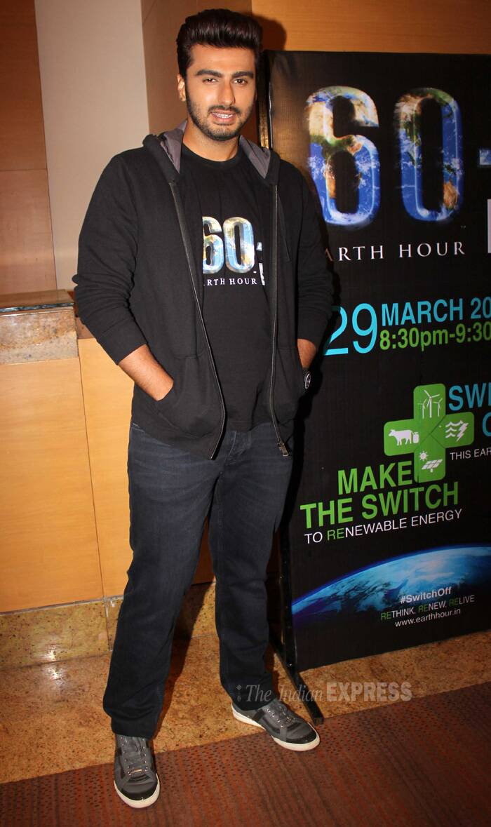 Bollywood youngster Arjun Kapoor had a busy Tuesday (March 25) - first he was busy with his professional commitments and later joined cousin Mohit Marwah and sister Anshula for a family dinner. <br /><br /> The 'Gunday' actor stuck to all black as he endorsed the program Earth Hour 2014.  (Photo: Varinder Chawla)