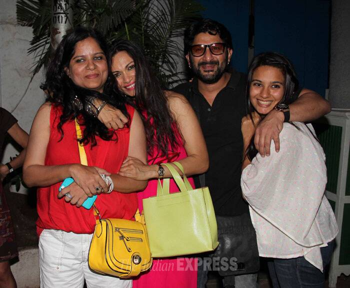 Arshad Warsi and former VJ wife Maria Goretti cozy up to some friends for a picture. (Photo: Varinder Chawla)