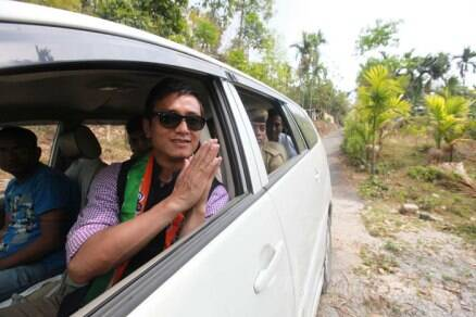 TMC candidate Baichung Bhutia campaigns in Darjeeling