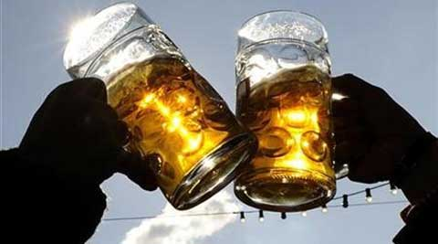 The higher the amount of alcohol consumed, the higher the risk of stroke. (Reuters)