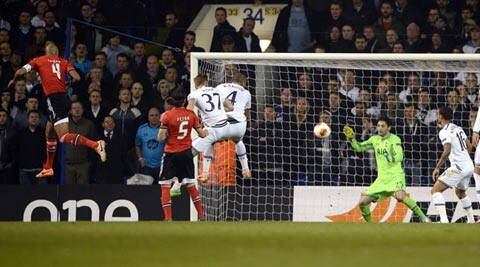 Benfica's Luisao (L) scores a goal against Tottenham Hotspur during their Europa League soccer match at White Hart Lane in London (Reuters)