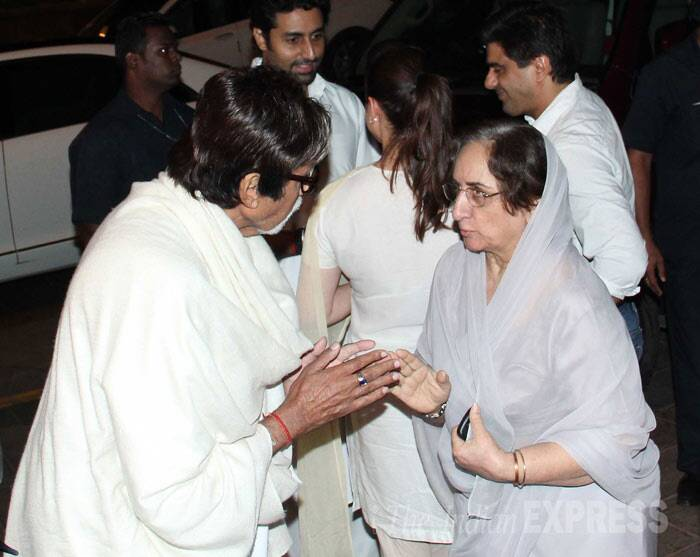 Big B has a word with Shammi Kapoor's wife Neela Devi. (Photo: Varinder Chawla)