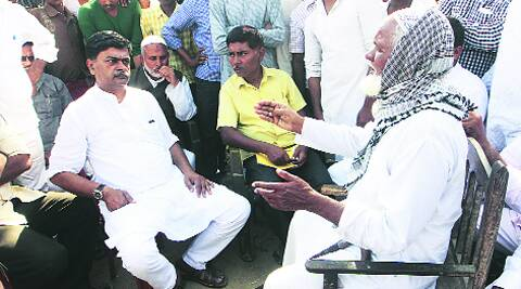R K Singh speaks with Zulfiqar Khan, uncle of Akbar Khan, on Saturday at the family's home in Piro in Bihar. ravi s sahani