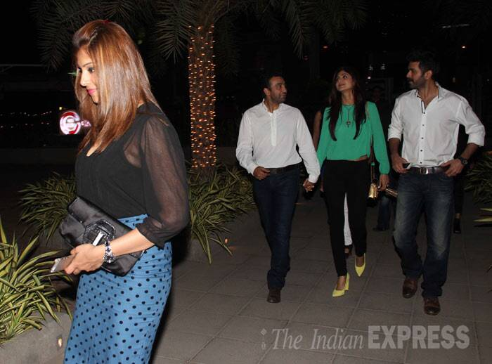 Bipasha Basu stepped out for a dinner date with her new beau Harman Baweja and the couple were joined by actress and producer Shilpa Shetty, her husband Raj Kundra in Mumbai. (Photo: Varinder Chawla)